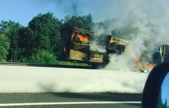 Crema un camió a l'Eix Transversal