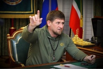 El president de Txetxènia vol prohibir el WhatsApp a les dones
