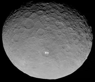 La NASA capta imatges dels misteriosos punts brillants de Ceres