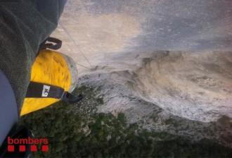 Vés a: Rescaten dos escaladors que han passat la nit penjats a 80 metres d'alçada
