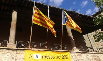 L'estelada oneja al poble del president de Societat Civil Catalana