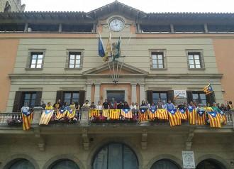 L'Ajuntament de Ripoll s'omple d'estelades durant la jornada