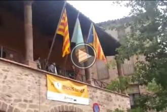 Els Mossos retiren l'estelada de l'Ajuntament de Santpedor