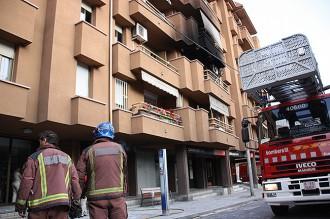 Un home d'edat avançada pateix cremades en un incendi en un habitatge de Granollers