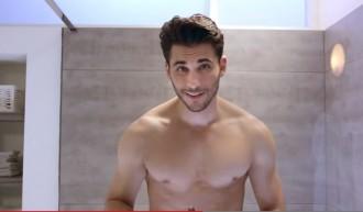Un anunci on apareix un noi afaitant-se els genitals ho peta a la xarxa [VÍDEO]