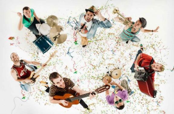 La Pegatina ja ha posat en marxa la gira de presentació del seu nou disc, 'Revulsiu'! [INFO]