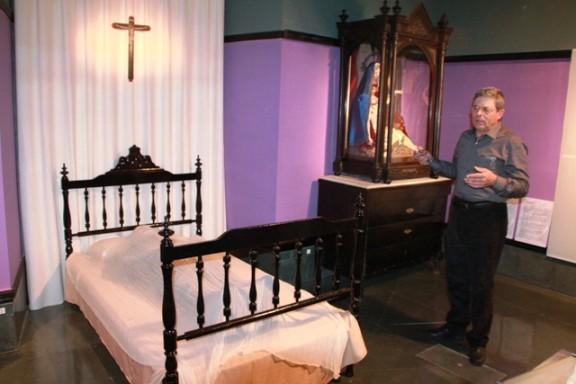 'Memento mori', la nova exposició del Museu Diocesà de Solsona que pretén «dessacralitzar» el tabú de la mort