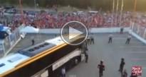Vídeos: Aficionats del Girona escridassen els jugadors del Lugo escortats pels Mossos