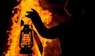 Vés a: Barcelona celebra la revetlla de Sant Joan amb 27 fogueres i metro tota la nit