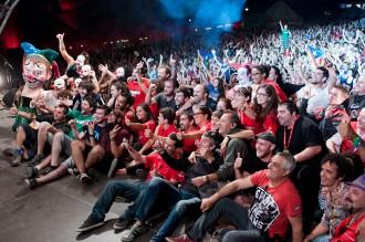 Txarango s'envolta d'amics en el concert culminant del segon Clownia