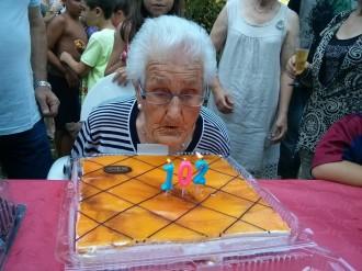 Encarnación García Cervera celebra els 102 anys d'edat envoltada de la família