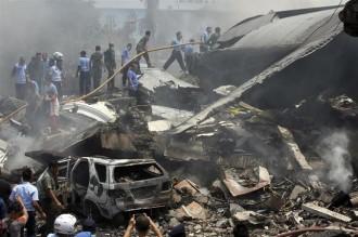Almenys 30 morts en un accident d'avió a Indonèsia