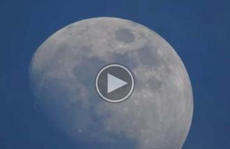 Els detalls de la lluna vistos amb l'increïble zoom d'una càmera de fotos