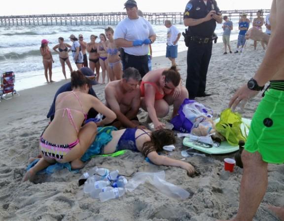 Dos adolescents perden un braç per un atac de tauró