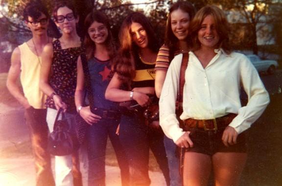 Com vestien els adolescents fa 40 anys?[FOTOS]