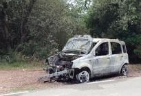 Ensurt a Vilanova de Sau, a Osona, en cremar un cotxe al costat del bosc