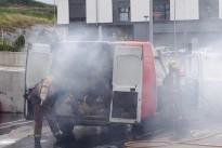 Crema una furgoneta al pàrquing d'un supermercat de Torelló