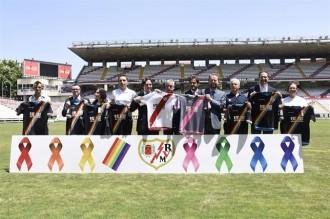 Vés a: El Rayo Vallecano incorpora els colors de la bandera gai a la segona equipació
