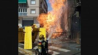 Desallotgen diversos edificis a Sant Joan Despí per una fuita de gas amb flama