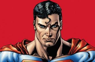 Un noi s'opera 23 vegades per assemblar-se a Superman! [FOTO]