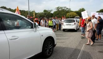 Piquets d'UGT a PortAventura alenteixen treballadors i visitants