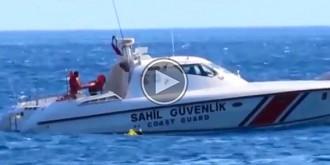 Mira el rescat d'un nadó que estava en un flotador a 1 km mar endins! [VÍDEO]