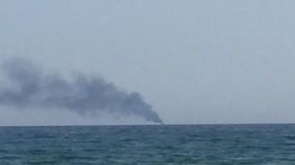 Vés a: Crema un vaixell de petites dimensions davant de la costa de Torredembarra