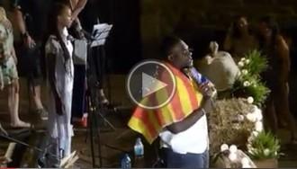 VÍDEO Joel Polo Jr canta «Say freedom» amb l'estelada al coll al Bages