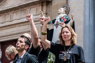 Els regidors de Capgirem Vic vesteixen samarretes reivindicatives per Sant Miquel