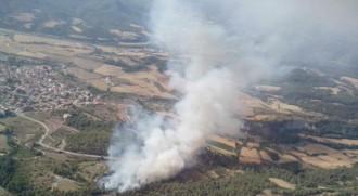 Un incendi crema amb força entre el Bages i el Moianès