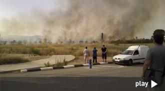 Cremen uns camps agrícoles a la zona del barri de Sant Josep Obrer a Reus