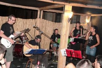 Els Poca Solfes deixen un bon regust musical al Bar del Casal