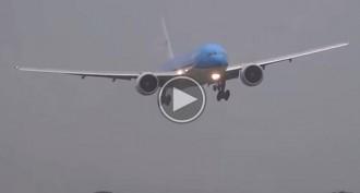 L'inestable aterratge d'un avió enmig d'una tempesta a Holanda