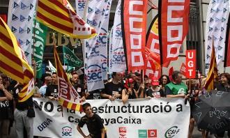 Vés a: Manifestació contra l'«ajust molt salvatge» del BBVA a Catalunya Caixa