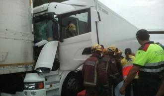 Accident amb ferits de dos camions a l'AP-7 a l'alçada de Tarragona