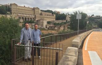 Primera caminada institucional per la passera del Pont Vell