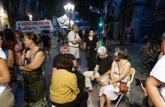 Un grup de veïns «ocupen» places de Ciutat Vella per denunciar-ne la privatització