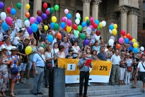 A un mes per al 27-S, 135 globus per a 135 escons