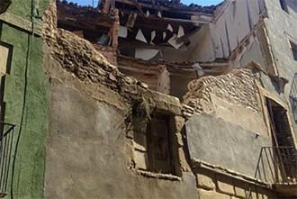 S'esfondra una casa al carrer Sant Pere de Vic sense causar danys personals