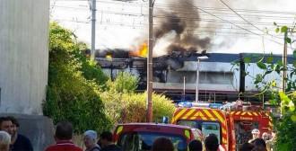 Vés a: Un incendi en un AVE Marsella-Madrid obliga a desallotjar els 300 passatgers