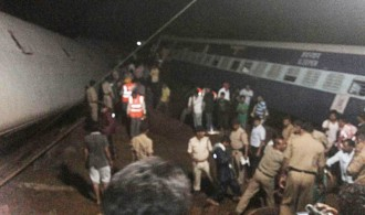 Vés a: 28 morts pel descarrilament de dos trens al nord de l'Índia