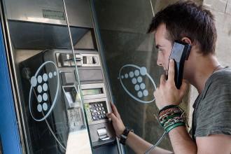 Les cabines telefòniques, a un pas de l'extinció