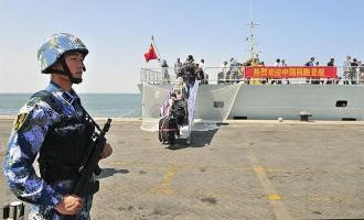 Quant temps pots estar sense parpellejar? Un soldat xinès bat el rècord