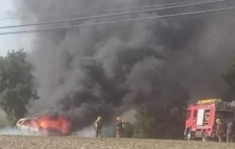 S'incendia un cotxe a la carretera de Prats de Vic