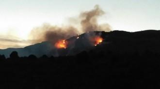 Un incendi forestal crema 35 hectàrees entre Cornudella i la Morera
