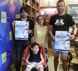 Un nen de 5 anys afectat per una malaltia minoritària, a una triatló