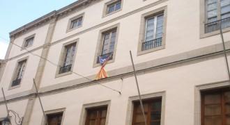 Vés a: La Junta Electoral obliga a treure les estelades dels consistoris de les Borges Blanques, Alcarràs i Guissona