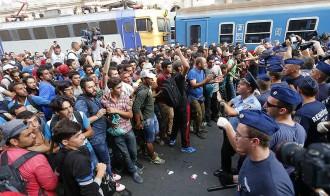 Vés a: Caos a l'estació de Budapest, on els refugiats intenten pujar a un tren