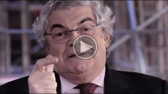 Vés a: La doble nacionalitat, en el nou vídeo d'Isona Passola