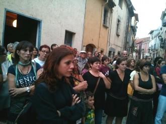 Prop de tres-centes persones al minut de silenci i de vergonya a Sant Esteve